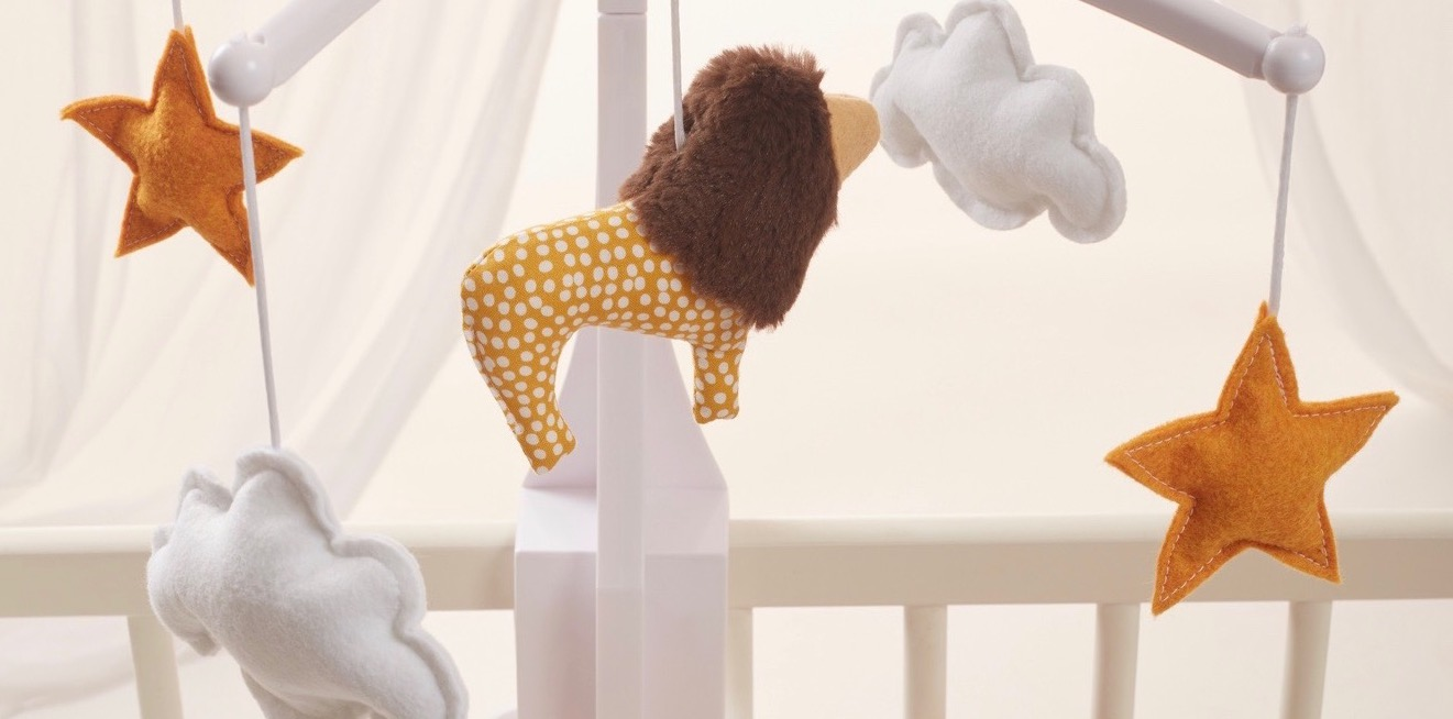 mobile-musical-lion-jaune-chambre-bebe-2